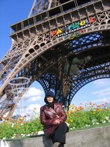 Di Kaki Menara Eiffel