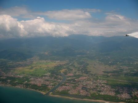 http://tutinonka.files.wordpress.com/2008/06/panorama-kota-padang-dari-udara.jpg