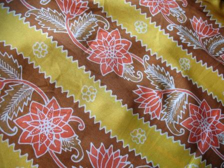 Pola batik Riau berupa salur-salur memanjang dengan motif flora. Tidak ...
